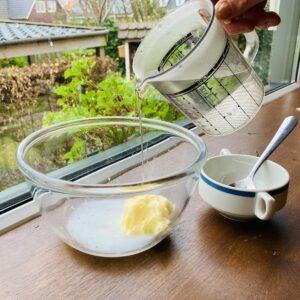 Zelf boter maken tijdens de workshop boter maken